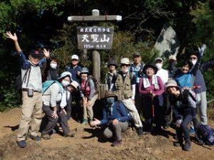 「天覧山山頂〜!」(195mだけど・・・)